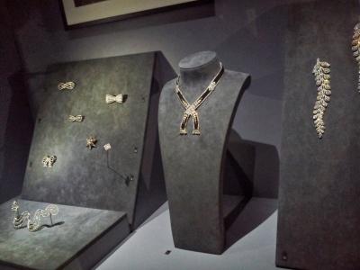 Bijoux datant de la Belle Epoque : le noir et le blanc devient l'une des principales tendance de l'élégant style Art déco.